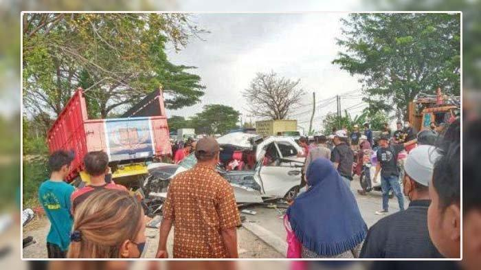 Kecelakaan Maut di Jalur Pantura, Mobil Avanza Tabrak Truk, 2 Orang Tewas, Berikut Nama-nama Korban