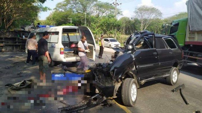 Kecelakaan Maut Tadi Siang Pukul 14.45 WIB, Sopir Tewas di Tempat, Mobilnya Oleng Lalu Tabrak Truk
