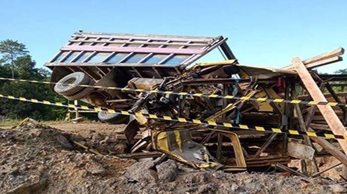 Kecelakaan Maut, 3 Orang Tewas, Truk Diduga Alami Rem Blong Lalu Hantam Pagar Pembatas Jembatan
