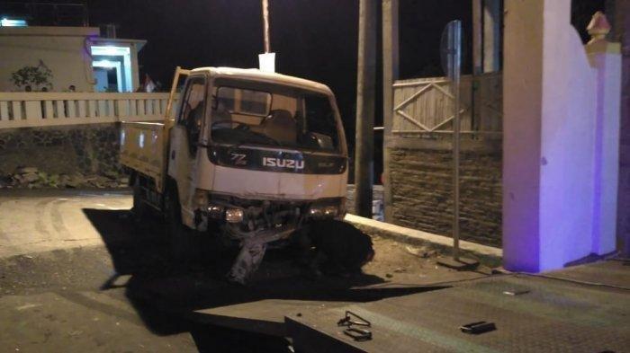 Kecelakaan Maut Pukul 20.00 WIB, Truk Tabrak Pagar Rumah, 5 Orang Tewas
