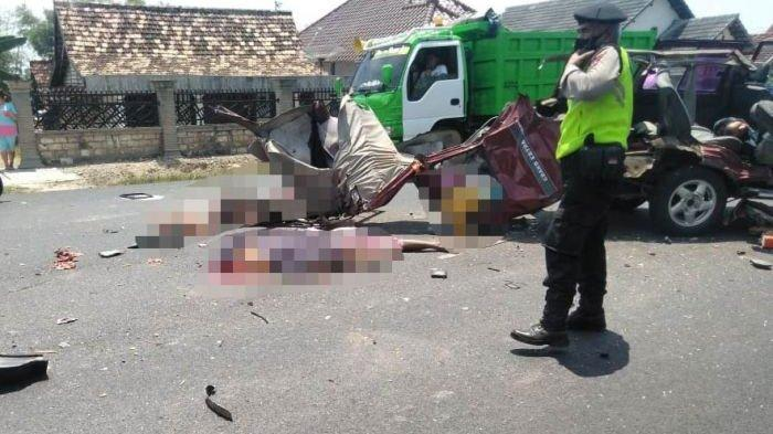Kecelakaan Maut Kijang Merah vs Truk di Tuban, 6 Orang yang Hendak Besuk Kolega Tewas di Lokasi
