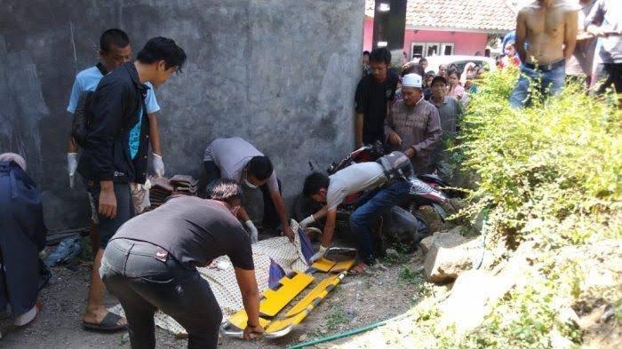 Kecelakaan Maut sepeda motor bonceng 4 di Sumedang, Jawa Barat pada Jumat 14 Mei 2021 kemarin.