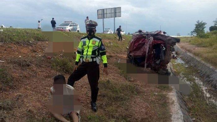 Kecelakaan Maut, Dua Wanita Tewas di Lokasi dan Rumah Sakit, Mobil Terbalik Keluar Pembatas Tol