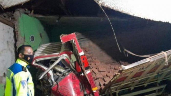 Kecelakaan Maut, Truk Seruduk Madrasah, 3 Santri Meninggal, Ditabrak saat Mengaji, Tewas Terjepit