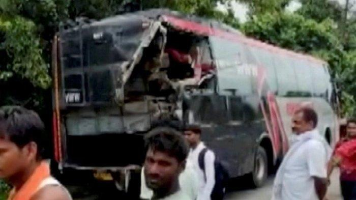 Kecelakaan Maut Truk Tabrak Bus Mogok di Tengah Jalan, 18 Orang Tewas