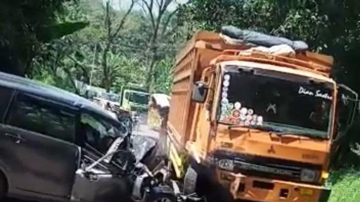 Kecelakaan Maut Toyota Avanza Vs Truk Fuso, Satu Penumpang Tewas, Mobil Hancur