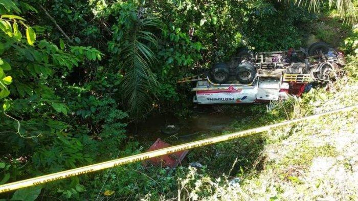Kecelakaan mobil truk Pertamina di Jalan Trans Sulawesi, Desa Matayangan, Kabupaten Bolmong, Sulawesi Utara (Sulut).