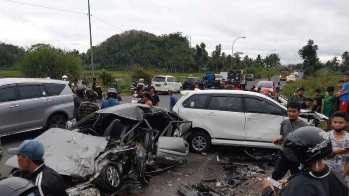 Kecelakaan mobil wincam dengan <a href='https://manado.tribunnews.com/tag/xenia' title='Xenia'>Xenia</a> di Jalan Mangin, Kota <a href='https://manado.tribunnews.com/tag/tasikmalaya' title='Tasikmalaya'>Tasikmalaya</a>, Selasa (15/12/2020). Enam orang jadi korban.