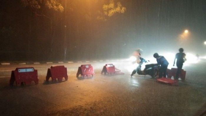 Kecelakaan mudik lebaran 2021. Mobil tabrak polisi di Prambanan hingga pemotor jatuh setelah terobos hujan deras di Karawang.
