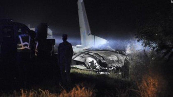 Kecelakaan Pesawat Ukraina yang menewaskan 22 orang.