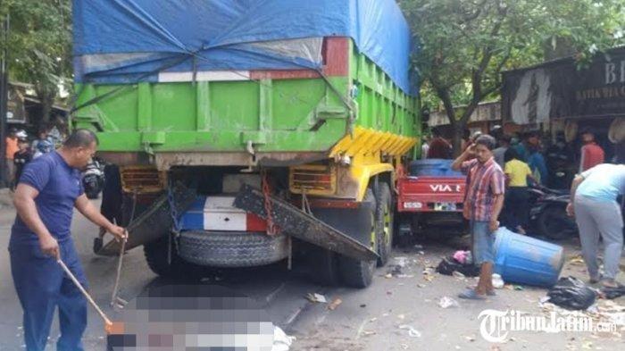 Kecelakaan lalu lintas truk dan motor <a href='https://manado.tribunnews.com/tag/panti-asuhan' title='pantiasuhan'>pantiasuhan</a> <a href='https://manado.tribunnews.com/tag/wali-songo' title='WaliSongo'>WaliSongo</a> di Jalan Kusuma Bangsa, Kelurahan Sukorejo, Lamongan, Jumat (26/3/2021). Satu orang <a href='https://manado.tribunnews.com/tag/tewas' title='tewas'>tewas</a> di TKP.