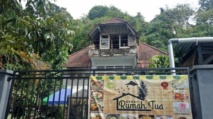 Minum Kopi Sambil Menatap 'Sukarno' di Rumah Tua, Tikala Baru, Manado