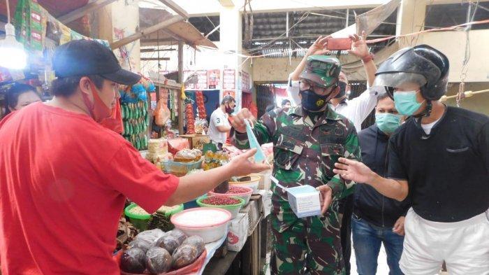 Ajak Masyarakat Terapkan 3M, Forkopimda Minahasa Bagikan Masker di Pasar Tondano