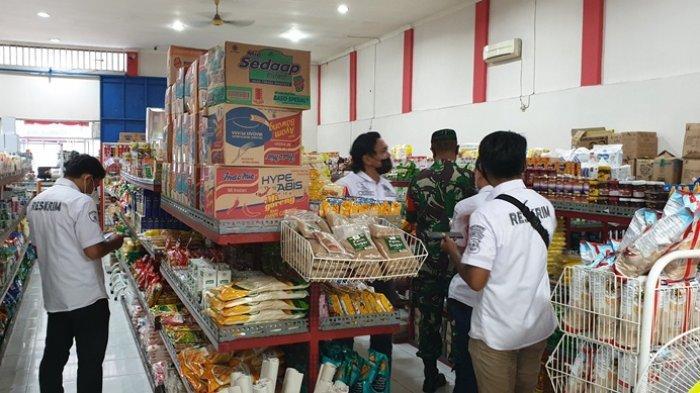Kegiatan operasi pemeriksaan barang kedaluwarsa yang dilaksanakan tim gabungan di sejumlah pertokoan di wilayah Siau