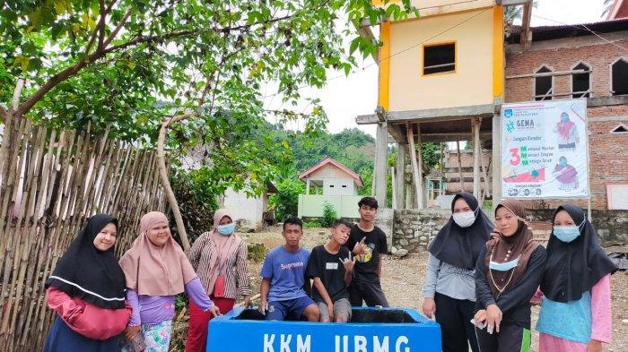 Peduli Lingkungan, Mahasiswa KKM UBM di Desa Nunuka Raya Bolsel Bikin Sampah