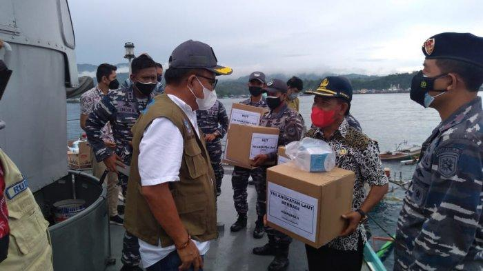 Komandan Guskamla Koarmada II dan Wali Kota Bitung Mengitari Selat Lembeh dengan Kapal Perang