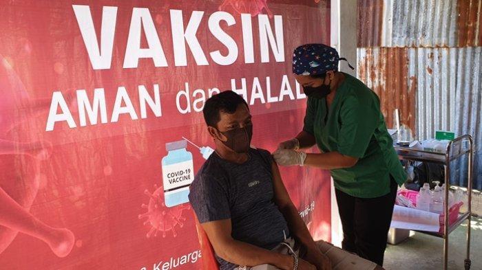 Kegiatan vaksinasi yang digelar Dinkes Sitaro bagi para pedagang.