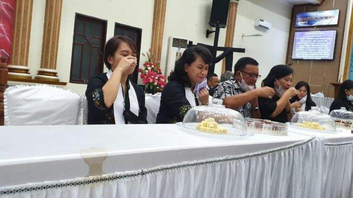 Wali kota Bitung Maurits Mantiri dan Wawali Hengky Honandar, Sampaikan Pesan Paskah