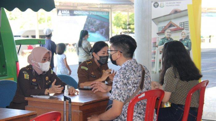 Kejati Sulut Sosialisasikan Layanan Hukum Gratis di Bandara Samrat Manado