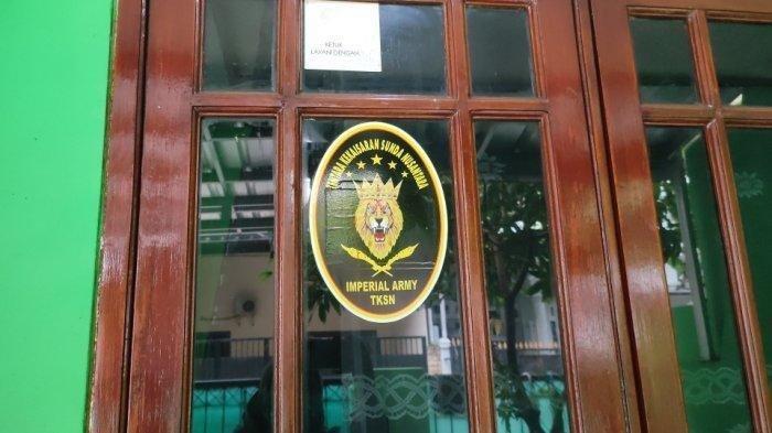 Suasana di kediaman Rusdi, pengemudi Pajero Sport yang mengaku sebagai jenderal Kekaisaran Sunda Nusantara di Jakarta Timur, Kamis (6/5/2021)
