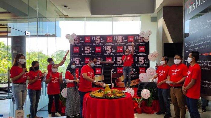 HUT ke-5, Ibis Manado City Center Boulevard Berbagi Kasih dengan Yatim Piatu