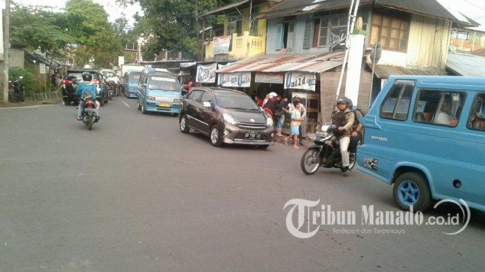 Kemacetan Kendaraan Terjadi di Perempatan Banjer pada Selasa Siang