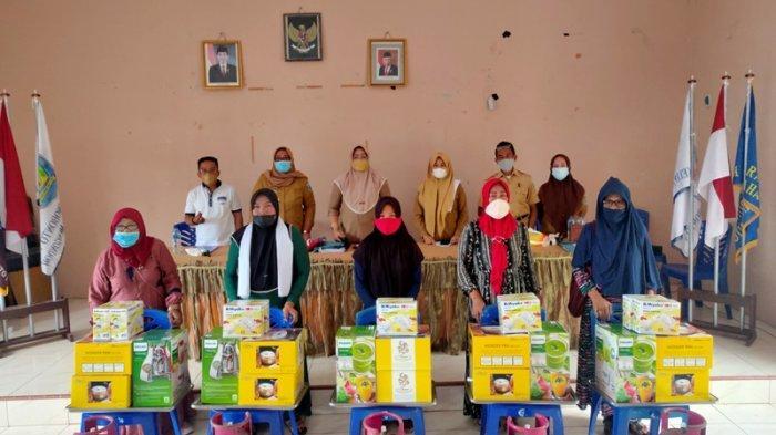 10 Kelompok Usaha Perempuan di Kelurahan Inabonto 1 Terima Bantuan dari DP3A Bolmong