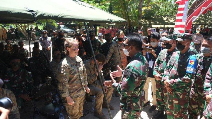 Kepala Staf Angkatan Darat (Kasad) , Jenderal TNI Andika Perkasa beserta Ibu Ketua Umum Persit KCK meninjau (Latma) Garuda Shield ke-15 Tahun 2021, yang digelar di Makalisung, Minahasa, Sulawesi Utara. Senin, (9/8/2021).