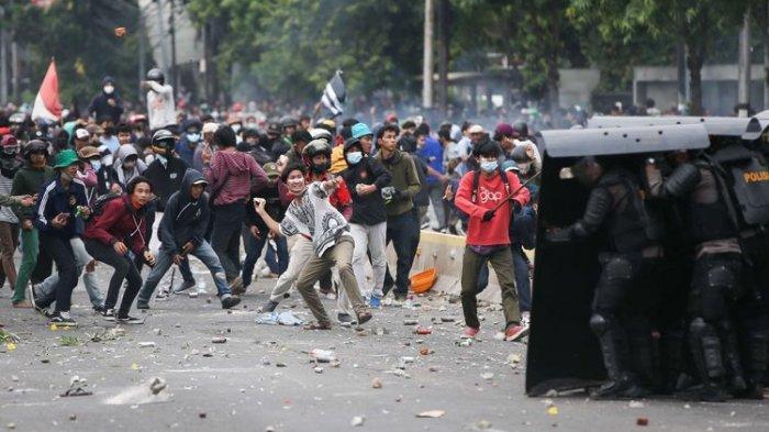 Presiden Jokowi Berada di Istana Negara Saat Demo Tolak UU Cipta Kerja yang Rusuh