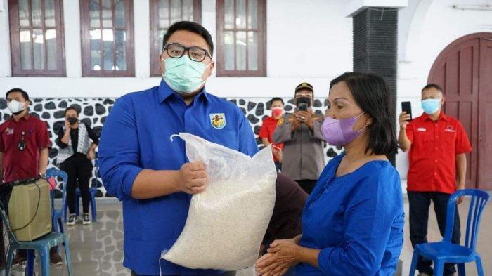 KNPI Sulut Salurkan Bantuan Kemensos di Minahasa