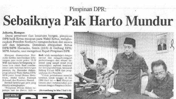 Ketua MPR/DPR RI pada 1998, <a href='https://manado.tribunnews.com/tag/harmoko' title='Harmoko'>Harmoko</a> (kiri) meminta <a href='https://manado.tribunnews.com/tag/soeharto' title='Soeharto'>Soeharto</a> (kanan) untuk mundur dari jabatan presiden karena sudah punya <a href='https://manado.tribunnews.com/tag/firasat' title='firasat'>firasat</a> <a href='https://manado.tribunnews.com/tag/soeharto' title='Soeharto'>Soeharto</a> lengser.