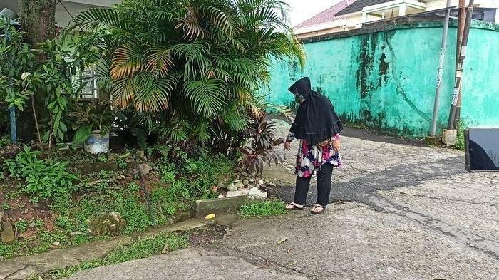 ketua RT 33, Kelurahan 20 Ilir D2, Kecamatan Kemuning Palembang, Senin (14/12/2020), kaget lihat jasad di pinggir jalan.