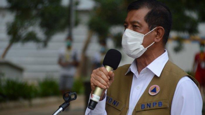 Ketua Satgas Penanganan Covid-19 Doni Monardo mengatakan bahwa pemberian masker dan handsanitizer bukan merupakan suatu bentuk dukungan digelarnya kegiatan di Petamburan, Jakarta Barat pada Sabtu (14/11) malam.