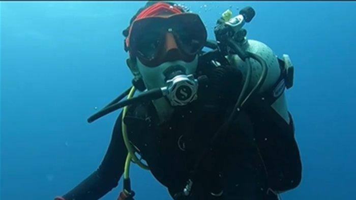 Kirana Larasati saat menyelam di laut Raja Ampat, Papua; video dibagikan di Instagram pada (1/12/2020).