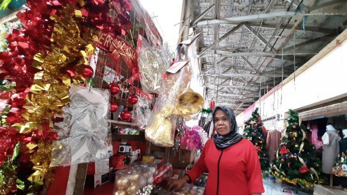 Kisah Maya, Wanita Muslim yang Sudah 30 Tahun Jualan Ornamen Natal: Saya Hanya Ingin Membantu