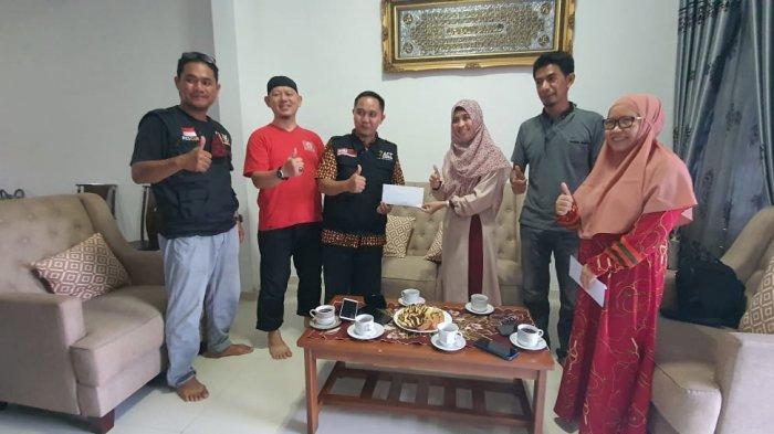 KKSS Mapanget di Manado menyerahkan donasi untuk korban banjir bandang di NTT melalui perwakilan ACT dan KKSS, kemarin