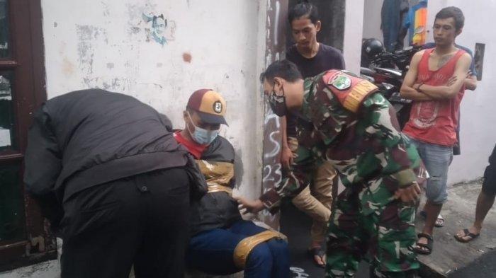 Seorang pria diamankan warga Jalan Kebon Kacang 2, Kecamatan <a href='https://manado.tribunnews.com/tag/tanah-abang' title='TanahAbang'>TanahAbang</a>, <a href='https://manado.tribunnews.com/tag/jakarta-pusat' title='JakartaPusat'>JakartaPusat</a>, pada Jumat (26/2/2021) pagi.