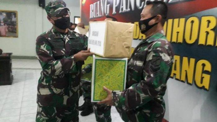 Dandim 1310 Bitung Letkol Inf Benny Lesmana Bagi THR ke Prajurit