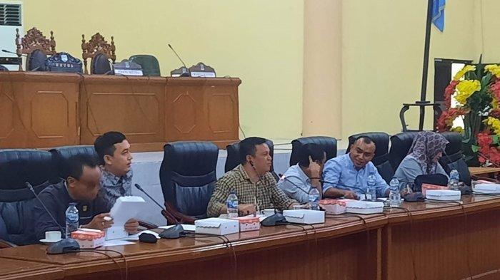 Komisi III DPRD Bolmong saat menggelar RDP, Kamis (07/10/2021).
