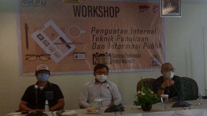 Komisioner KPU Minut, Hendra Lumanauw bersama Aswin Lumintang, Wakil Ketua PWI Sulut dan Rikson Karundeng