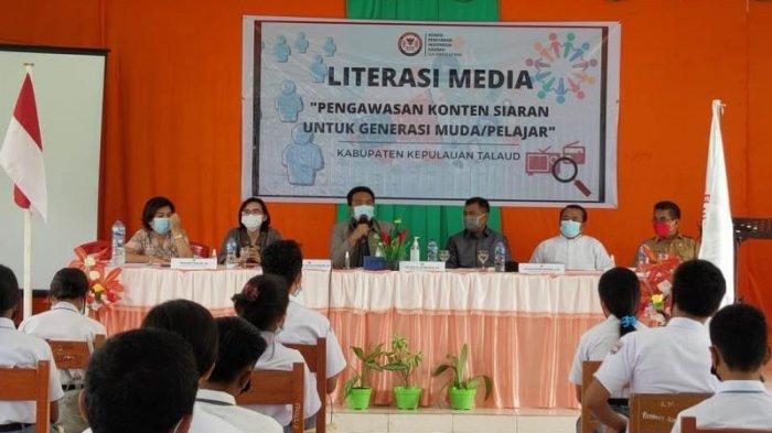 Komisis Penyiaran Indonesia Daerah (KPID) Sulut menggelar literasi media untuk generasi muda, Selasa (15/6/2021) kemarin.
