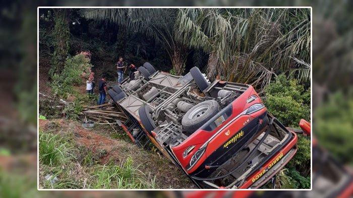 Kecelakaan Bus Yang Mengangkut 33 Anggota Polisi, Terguling di Muaro Hemat