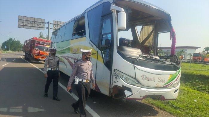 Kecelakaan Maut Tadi Malam, Sopir Ngantuk Lalu Tabrak Pembatas Jalan, Mobil Bus Terbalik Miring