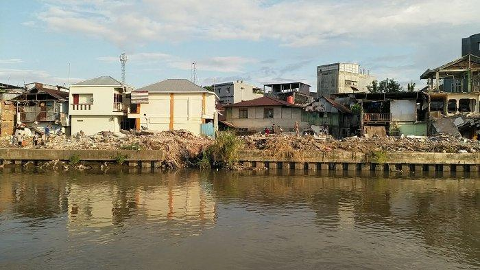 Kondisi daerah bantaran sungai DAS Tondano di sepanjang Kecamatan Singkil hingga Sindulang yang telah di normalisasi mengalami perubahan yang signifikan