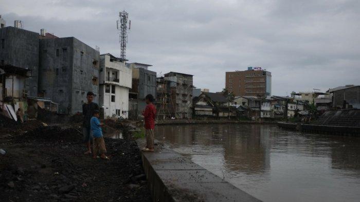 Kondisi daerah bantaran sungai DAS Tondano di sepanjang Kecamatan Singkil hingga Sindulang yang telah di normalisasi mengalami perubahan yang signifikan.