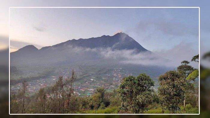 Penampakan puncak Gunung Merapi yang teramati dari PGM Babadan, Sabtu (24/7/2021).