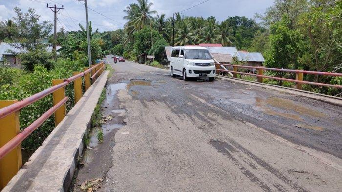 Rusak dan Berlubang, Jembatan Wakat Dinilai Berbahaya dan Berpotensi Ambruk