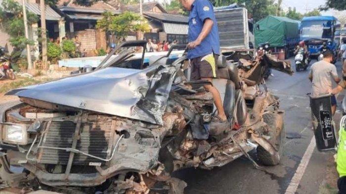 Kecelakaan Maut Tadi Pukul 15.40 WIB, 3 Penumpang Tewas usai Mobil yang hendak Melambung Hantam Truk