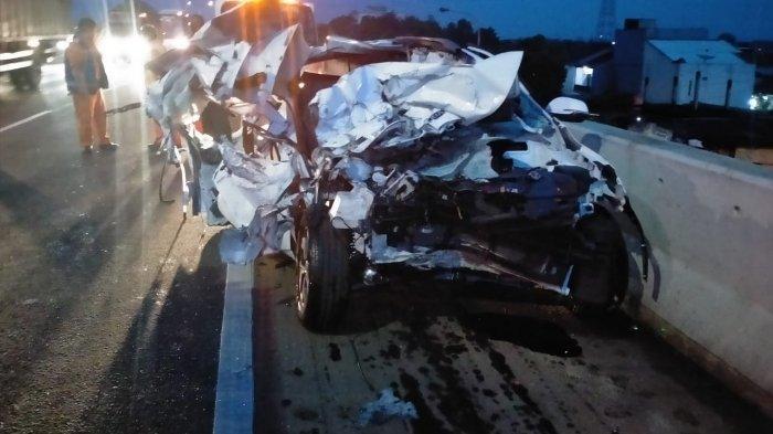 Kecelakaan Maut Tadi Pukul 05.30 WIB, Seorang Penumpang Tewas, Sopir Ngantuk, Mobil Tabrak Truk