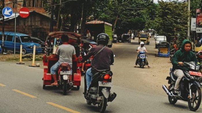Warga Abaikan Rambu Lalu Lintas di Jalan S Parman